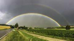What a surprise on my way home today! (Kat-i) Tags: regenbogen rainbow natur nature outside himmel sky wolken clouds regen rain sonne sun wiese felder fields strase road appleiphonese june22 2018