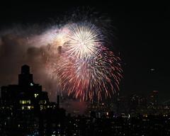Macys Fireworks NYC 2018-38 (Diacritical) Tags: nikond850 pattern 70200mmf28 16secatf80 july42018 84042pm f80 165mm brooklyn macys4thofjuly fireworks