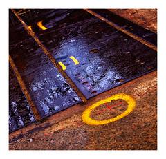 le rond jaune (Marie Hacene) Tags: nantes sol machines îme graphisme reflets rond jaune