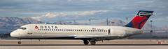 Delta 717 landing at KLAS (Alaskan Dude) Tags: travel las klas mccarren mccarreninternationalairport planespotting airplanes airliners airliner aviation planewatching