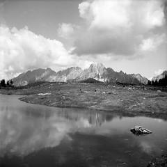 Il laghetto (paolo-p) Tags: montagna mountain nuvole clouds acqua water laghi lakes riflessi reflections caserarazzo vigodicadore bn bw nettar zeissikon