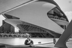 At the City of Arts & Sciences (lc99photography) Tags: arts sciences cityofartsandsciences blackandwhite monochrome ciutatdelesartsilesciències ciudaddelasartesylasciencias valencia water architecture modernarchitecture curves people couple
