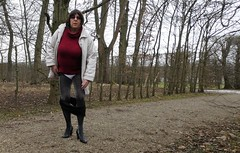 180220_26 (mathildecross) Tags: crossdress crossdressing crossdresser cd schloss seehof outdoor pantyhose park pumps transvestit