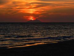 Tramonto sul mare (giorgiorodano46) Tags: settembre2007 september 2007 giorgiorodano gaeta sperlonga lazio italy tramonto sunset choucherdesoleil mare sea nuvole clouds colors yellow red tirreno mediterraneo