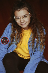 Bea (TheJennire) Tags: photography fotografia foto photo canon camera camara colours colores cores light luz young tumblr indie teen adolescentcontent naturallight people portrait curlyhair glasses jeans outfit ootd sp sãopaulo brasil brazil hair 2018 50mm