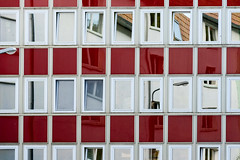 Squares and rectangles (HWW) (Lense23) Tags: windows fenter hww rot weis squares quadrate rechtecke rectangles fassade gebäude building reflections spiegelungen architektur architecture geometrisch linien