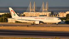 Boeing 767-300F I CN-ROW I Royal Air Maroc Cargo (Gustavo H. Braga) Tags: aviation airplanes airport aviação aviacao aviao aeronaves aeroporto boeing b767 cargo royalairmaroc sunset bridge