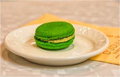 Macarons … bontà infinita ! (miriam ulivi) Tags: miriamulivi nikond7200 france dolce cake pistachemacaron macaronalpistacchio closeup piatto dish