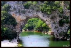 Pont d 'Arc (Gorges de l'Ardèche) (Les photos de LN) Tags: gorges ardèche rivière pontdelarc plage rochers bateaux nature arche roche
