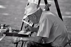 L'art du miniaturiste (Olivier Simard Photographie) Tags: peintre miniaturiste miniature peinture cuba lahavane caraïbes homme portrait cubain havanais havanista scénederue oldhabana regard métis havana caribbean man cuban havanese streetscene look metis lahabana caribe hombre retrato cubano escenadelacalle lahabanavieja mirar mestizo plazadearmas hombreviejo arrugas cara elviejo oldman wrinkles brokenface elderlyman art artiste artistepeintre