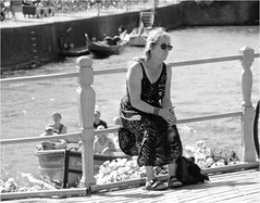 Found a Seat (Hindrik S) Tags: bridge railing reling langepijp woman summer sun gracht stadsgracht canal sunglasses candid sonyphotographing sony sonyalpha slta57 a57 α57 2018 liwwadden leeuwarden water wetter people frou dame lady frau streetphoto strjitfotografy strasse straat straatfotografie strjitte street tamron tamronaf16300mmf3563dillvcpzdmacrob016 strasenfotografie strase