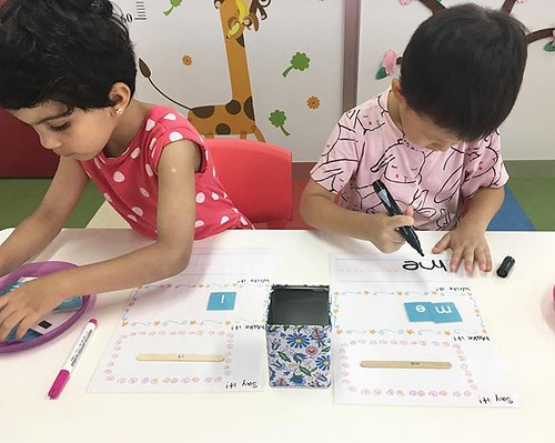 Sight words can be difficult to learn. Why not make it fun and build concentration at the same time. ✏️⭐️ #preschool #kindergarten #reading #sightwords #english #international #practice #保育園 #幼稚園 #英語の勉強 #英語育児 #インターナショナルスクール