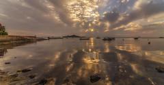 Reflejos imperfectos. (Amparo Hervella) Tags: lamangadelmarmenor cartagena españa spain barco nube reflejo marina naturaleza color roca paisaje d7000 nikon nikond7000 panorámica
