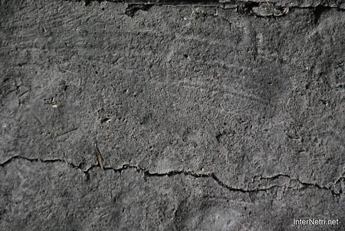 Глиняна долівка.