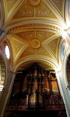Habemus Organ (Eye of Brice Retailleau) Tags: angle beauty composition perspective scenic view backpacking city architecture bâtiment indoor indoors light gold or oro arches church eglise latina north america mexico mexique catedral cathedrale morelia organ cathedral
