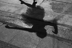 Ballet na Virada Cultural, SP (Th. C. Photo) Tags: viradacultural ballet balé sp sãopaulo photography fotografia photojournalism fotojornalismo fotoperiodismo fotografiaderua rua street streetphotography streetphoto streetphotographysp pretoebranco blackandwhite pb bw