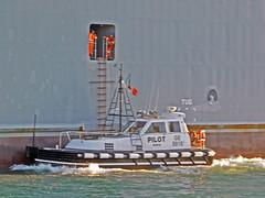 18063000970battello (coundown) Tags: genova battello porco panorama scorci barca barche navi lanterna spiagge viste pilota pilot