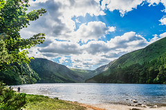 Lakeside Delight (*Capture the Moment*) Tags: 2018 bäume clouds forest glendalough himmel holiday ireland irland june landschaften licht lichtstrahlen light lightbeam lumlook rayoflight sky sonne sonnenstrahlen sonya6300 sonye18200mmoss sonyilce6300 sun sunburst trees trip wald wetter wolken