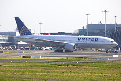N215UA | United Airlines | Boeing B777-222ER | CN 30221 | Built 2000 | DUB/EIDW 28/05/2018 (Mick Planespotter) Tags: aircraft airport dublinairport collinstown 2018 nik sharpenerpro3 n215ua united airlines boeing b777222er 30221 2000 dub eidw 28052018 ua b777