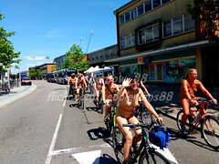 IMG_20180707_143952_1w (Kernow_88) Tags: exeter world worldnakedbikeride wnbr naked nature nude nudity bike biking bikes ride exeternakedbikeride exeternakedcycleride earth enviroment protest nakedprotest safety cycling cyclist cyclists cycle july 2018 devon uk britain bluesky crowd crowds city centre center central clearsky day dayout england fun greatbritain group outdoor out outside outdoors people public quay river sunny sunnyday summer sky view weather great water waterfront canal swim swimming skinny dip dipping skinnydip skinnydipping enjoy enjoyable