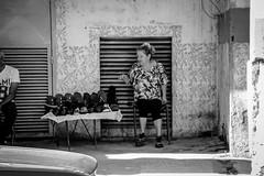 chaussure (Laurent Hutinet) Tags: canoneos550d cuba nb noiretblanc blackandwhite bw street rue lahavane vie ville