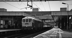 86259/E3137 (Lewis_Hurley) Tags: westcoastrailways westcoastmainline wcml england uk blackandwhite bw old 1960s station coventry britishrailways al6 electric peterpan lesross e3137 86259 class86 86 train railway