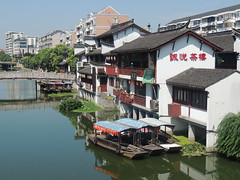 Qibao ancient Chinese town canal and boats - Shanghai (Germán Vogel) Tags: asia eastasia china travel traveldestinations traveltourism tourism touristattraction landmark holidaydestination famousplace shanghai chineseculture chinesearchitecture architecture qibao ancienttown canal river boats water shore