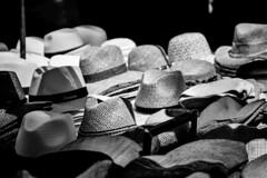 Sombreros (Jose Rahona) Tags: somrero hat sombreros mercado tienda shop shopping calle street urbano urban blancoynegro blackandwhite bw
