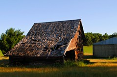 Barn in Wautoma, Wisconsin (Cragin Spring) Tags: wisconsin wi midwest unitedstates usa unitedstatesofamerica barn decay decaying rural farm wautomawi wautomawisconsin wautoma