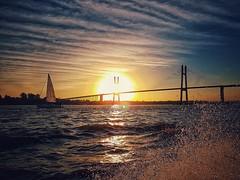 Río Paraná, Rosario. (Camila Giadans) Tags: río rioparaná river argentina rosario sunset atardecer boat bridge puente victoria