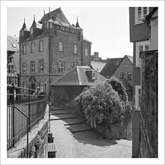 manor house (macfred64) Tags: film analog mediumformat 120 6x6 rolleiflex35f czplanar fujineopan400cn bw blackandwhite c41 marburg hessen homeland germany