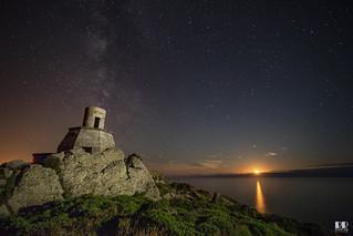 Antiguo Faro Cabo Vilán - Camariñas- Vía Láctea & puesta de Luna