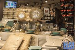 Jerusalem: Mamilla Mall (Erwin van Maanen.) Tags: marmilla sculptures shopping mall sonynex7 erwinvanmaanen kroonenvanmaanenfotografie hoofdstad verhalendefotografie israel yerushalayim jerusalem יְרוּשָׁלַיִם jeruzalem middleeast streetphotography storytelling