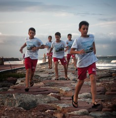 spirit (*BegoñaCL) Tags: niño movimiento playa mar agua mediterráneo playpuig valencia retrato begoñacl