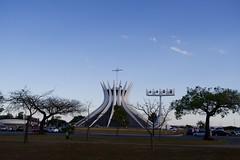 Catedral de Brasília (Francisco Aragão) Tags: igreja oscarniemeyer arquitetura df brasilia capitaldobrasil franciscoaragão fotografo cores planopiloto canong7xmkii brazil paisagemurbana templocatolico urbana religiao catedraldebrasilia centrooeste planaltocentral unescoheritagesite patrimoniodahumanidadeunesco
