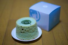 Choc-mint_Rice_cake (gnsk) Tags: nokton 50mm f11 chocolate mint ricecake cosina japan voigtlander voigtländer チョコミン党 ilce7 a7 α7 sony dof bokeh sweets dessert chiffon cake