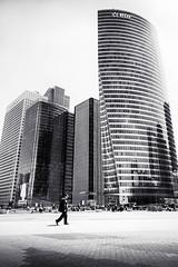 Parvis de La Défense (cfalguiere) Tags: france urban building hautsdeseine92 iledefrance graphical datepub2018q206 architecture outdoor bw skyline ladefense cityscape batiment blackandwhite bâtiment defense exterieur extérieur horizon monochrom monochrome noiretblanc