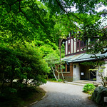Details are too bad condition. It is threatening to break. もうボロボロです。 The magnificent house was build for Marquis Hironobu Kacho(華頂 博信) in 1929. The building is one of the largest Western-style prewar in Kanagawa Pref. フジテレビ系で放送中の『モンテ・クリスト伯』の主人公:モンテ・クリスト・真海(柴門暖)の屋敷ということでおじゃま。初のロケ地巡礼。
