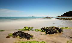 Prendre le temps  d'une petite  pause  , sur la plage de  St Quay :-) (Eric DOLLET - Ici et ailleurs) Tags: ericdollet côtesdarmor saintquayportrieux bretagne poselongue