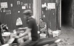 street (elffyb) Tags: elffyb voigtlander bessa bessar3a nokton nokton40 nokton40mm kodak kodakportra400 portra400 film analog streetphotography sailorstrap vietnam hanoi oldquarter