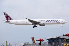 Qatar Airways   Boeing   777-3DZER   A7-BAB (TFG Lau) Tags: vhhh hkia hkg hongkong hongkonginternationalairport airplane aeroplane aircraft aviation plane planespotting spotting canon canoneos eos eos5dmarkiii ahkgap qatarairways qtr qr boeing boeing777 b777 b77w 777 a7bab oneworld oneworldalliance oneworldalliancelivery