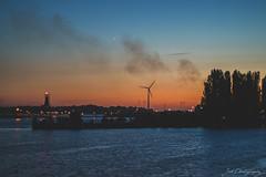 Weser (janmalteb) Tags: deutschland germany bremen weser fluss river nacht night stern star himmel sky sonnenuntergang sunset windmill windrad canon eos 77d ef 50mm f18 stm
