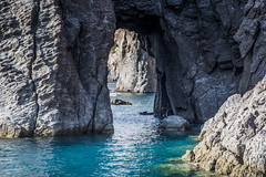 Scorcio marino... (Renato Pizzutti) Tags: sicilia sicily eolieislands isoleeolie mare rocce scogli roccevulcaniche blu nikond750 renatopizzutti