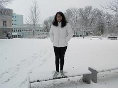 Mayuri och snön II (Linzen004) Tags: stockholmsuniversitet vinter snö statistiskainstitutionen