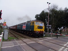 47580 races over Mill Road crossing with the Mayflower tour 15-04-18 (APB Photography™) Tags: mayflower charity railtour class47 47580 saxmundham