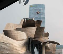 Bilbao Cliff Diving 2018 (edubartolome) Tags: 2018 basquecountry bilbao bilbaoredbullcliffdiving biscay bizkaia europa europe euskadi euskalherria granbilbao lasalve redbullcliffdiving vizcaya bridge construcción pont puente puenteatirantado zubi zubia