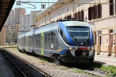FS: Trenitalia ME 065 fährt aus Palermo Centrale kommend in Agrigento Centrale ein (Helgoland01) Tags: agrigento sicilia sizilien italia italien eisenbahn railway bahnhof station fs