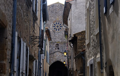 Lagrasse (3) / Aude / Occitania / França / France / Francia (Ull màgic (+1.500.000 views)) Tags: lagrasse occitania frança france francia nucliantic barrivell església porta façana edifici arquitectura fuji xt1