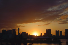 Sunset in the land of the rising sun. #2 (varnaboy) Tags: tokyo japan japanese minato odaibaisland island sunset skyline city urban sun clouds tokyobay