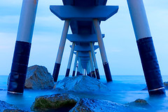 Nightfall under the Pont del Petroli (Fnikos) Tags: sea water mar mare wave rock bridge pont puente construction sky skyline outdoor